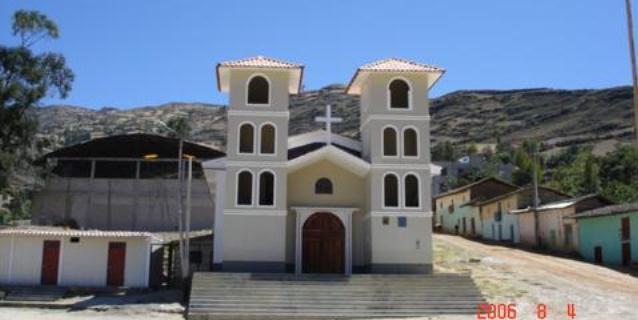 La emblemática Iglesia construida por Mario Abanto Cerdan en Paucamarca Julio 2006. (Foto: Primicia Deportiva.com)