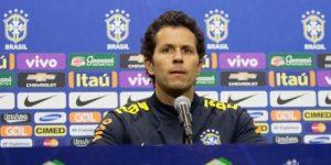 Brasil envía a su médico a París para revisar a Neymar y aplaza la convocatoria