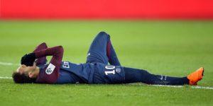 Neymar estará entre 6-8 semanas de baja sin descartar una cirugía, dice su padre