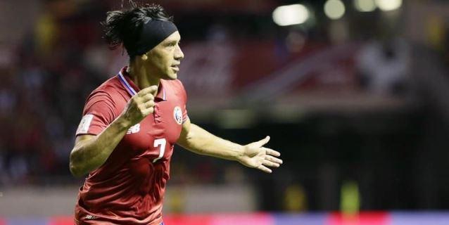 El costarricense Bolaños sufre fractura de tobillo y es duda para el Mundial