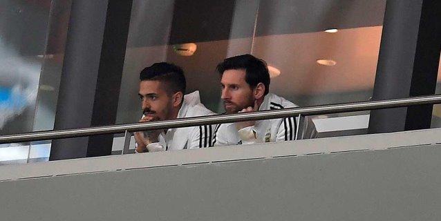 Messi regresa a Barcelona con sus compañeros de equipo