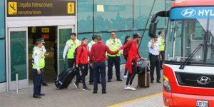 Selección peruana llegó a Lima en medio de la algarabía de la afición