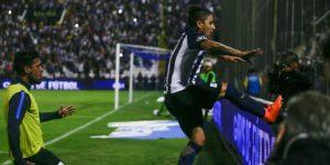 Alianza Lima se hace del clásico al ganar 2-0 a Universitario