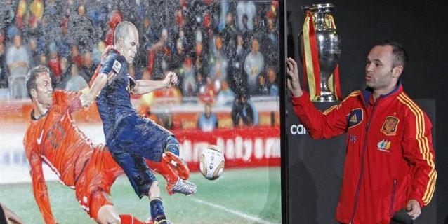 """""""France Football"""" ve """"doloroso"""" que Iniesta no haya ganado el Balón de Oro"""