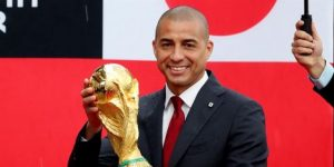 El trofeo del Mundial de la FIFA llega a Colombia en manos de David Trezeguet