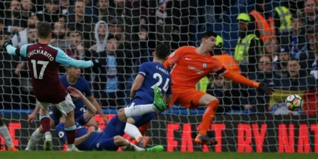 Chicharito aleja al Chelsea de la próxima Liga de Campeones