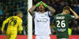 París SG evita derrota en Saint Etienne pero festejo por título se retrasa