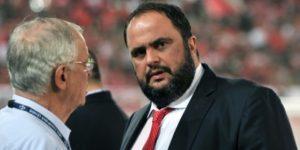 Descontento con el equipo, dueño del Olympiakos envía de vacaciones a la plantilla