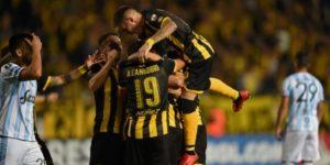 Peñarol recupera el aliento en Libertadores al vencer a Atlético Tucumán