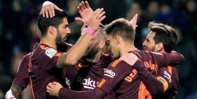 2-4. El Barcelona canta el alirón y el Deportivo llora el descenso
