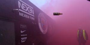 La UEFA abre una investigación tras el ataque al autobús del Mánchester City en Liverpool