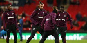 Carroll es expulsado del entrenamiento del West Ham por una pelea con David Moyes
