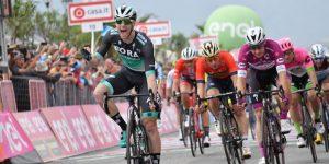 Carapaz hace historia y se lleva la octava etapa del Giro d'Italia