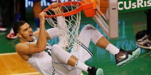 108-103. Tatum brilla y completa la remontada de 22 puntos de los Celtics