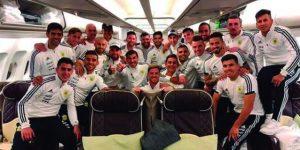 La Argentina de Messi parte hacia España despedida por Macri