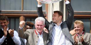 """""""Muchas gracias, Jupp"""": 15.000 hinchas del Bayern despiden a Heynckes"""