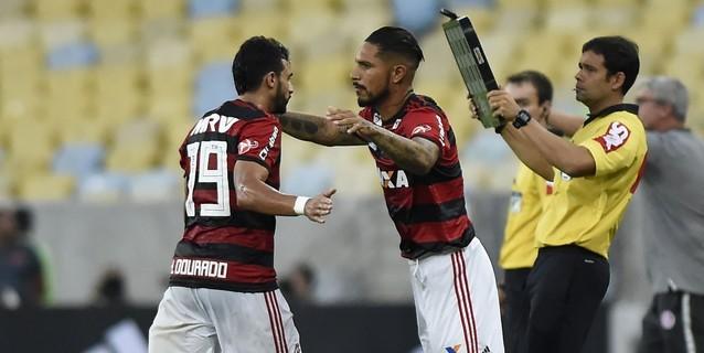 Paolo Guerrero vuelve a jugar tras suspensión en victoria de Flamengo