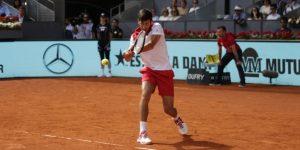 Djokovic supera a Nishikori en un exigente debut en Madrid