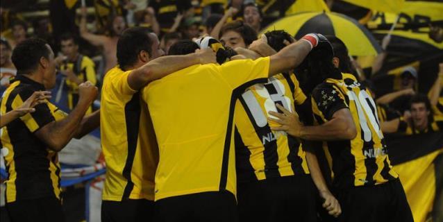 Peñarol aplasta 6-0 a River Plate por torneo Intermedio uruguayo