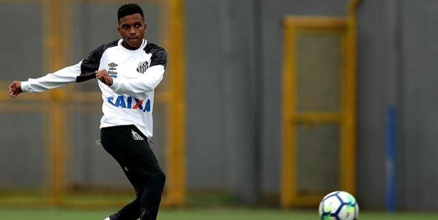 Rodrygo desconoce interés del Barcelona y afirma estar centrado en el Santos