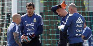 Los arqueros argentinos practican penales antes del duelo con Francia