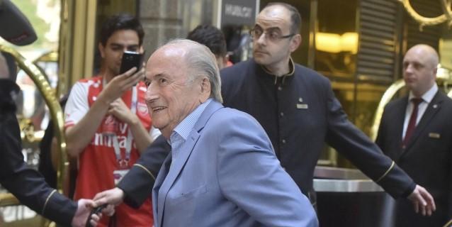 Blatter arriba a Moscú para ver Portugal-Marruecos
