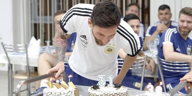 Messi celebra su cumpleaños 31 en una hora difícil para Argentina