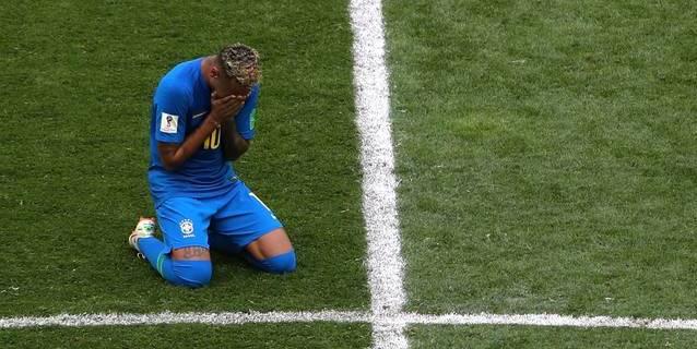 """Lágrimas, """"show"""" y el primer gol: Neymar se estrena en Rusia"""
