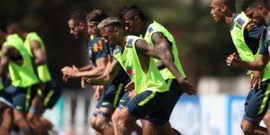 Neymar vuelve a entrenar tras sus dolores en el tobillo