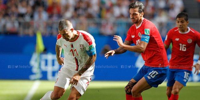 Costa Rica se olvida de atacar y pierde 1-0 ante Serbia en su debut