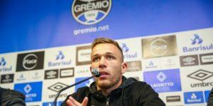 El Barcelona cierra la incorporación del brasileño Arthur