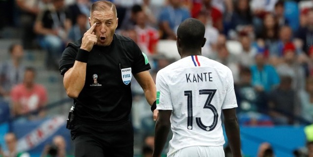 FIFA selecciona a 12 árbitros para los últimos partidos del Mundial