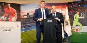 Real Madrid presenta al joven arquero Lunin a la espera de Courtois