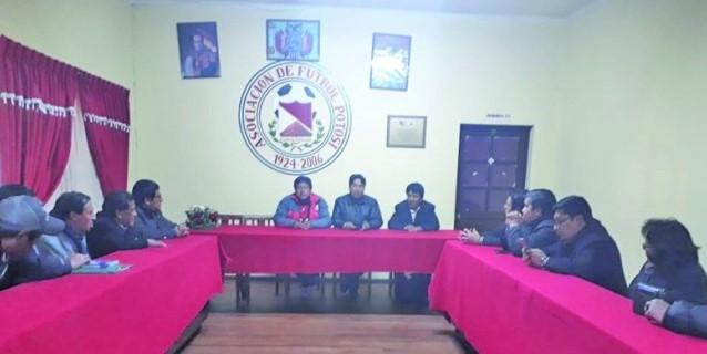 El incierto futuro del club boliviano con dos presidentes y dos DT