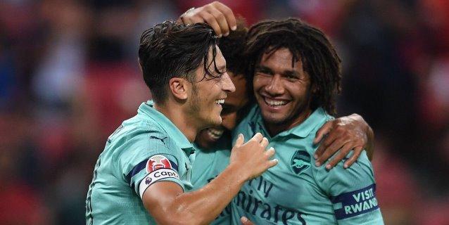 El Arsenal aplasta 5-1 al PSG con un gol de Özil