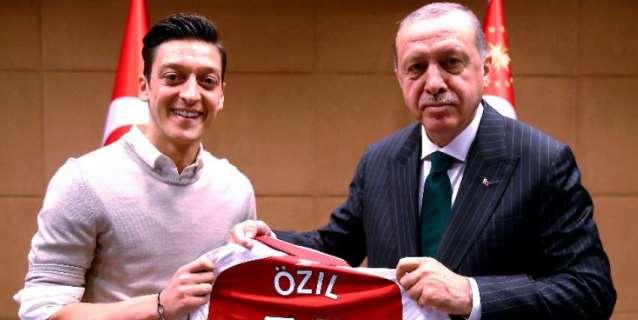 Erdogan habla por teléfono con Özil y le expresa su respaldo