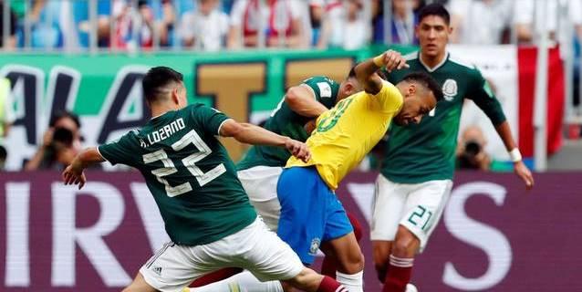 Neymar admite que exagera las caídas y recibe críticas en Brasil