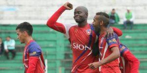 Royal Pari y The Strongest golean y mantienen el liderato del torneo de fútbol en Bolivia