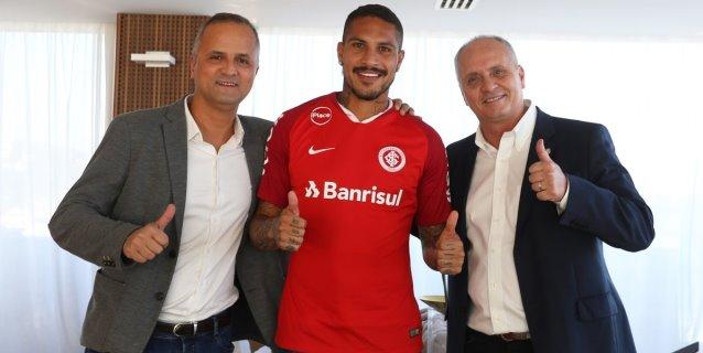 Inter de Porto Alegre oficializa la compra de Paolo Guerrero