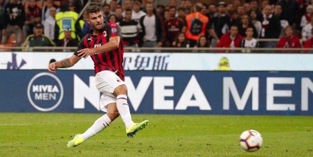 El Milan vence 2-1 al Roma con gol de Cutrone en el último minuto