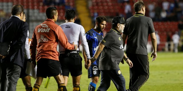 Querétaro elimina a los Dorados de Maradona con goles del brasileño Sanvezzo