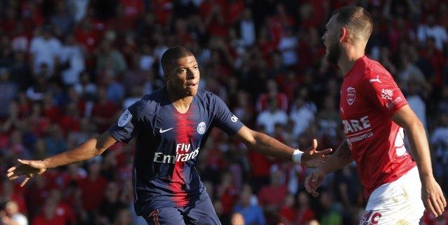 Mbappe y Cavani evitan un susto al París Saint Germain