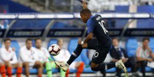 "2-1 Mbappé y Giroud prolongan la fiesta ""bleu"""
