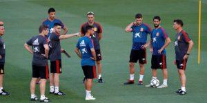 Luis Enrique saludó a sus jugadores entre bromas y gran ambiente