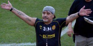 Maradona recibe trato de estrella de rock en Culiacán