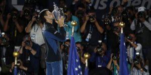Djokovic vence a un buen Del Potro en la primera final bajo techo