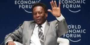 Pelé aconseja a Mbappé humildad y trabajo duro tras regalarle una camiseta