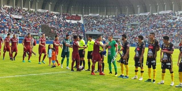 """Bolivia estrena su estadio """"más moderno"""" apto para partidos internacionales"""