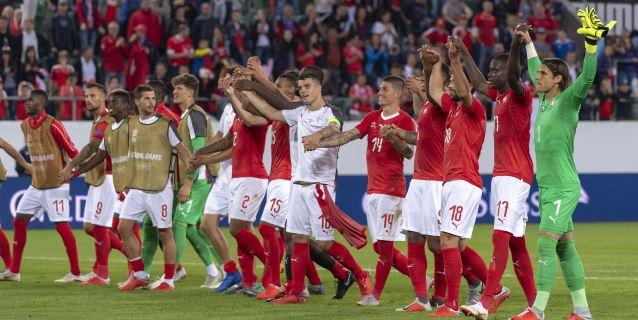 España hace historia en Wembley; Suiza se pasea ante Islandia