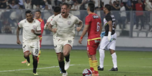 Un gol del argentino Germán Denis deja a la 'U' más cerca de la permanencia